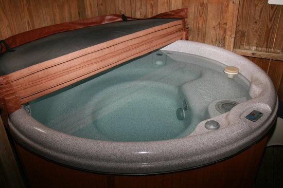 Hidden Acres: Hot Tub