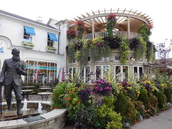 A Taste of Niagara on the Lake: The Shaw Cafe and wine bar