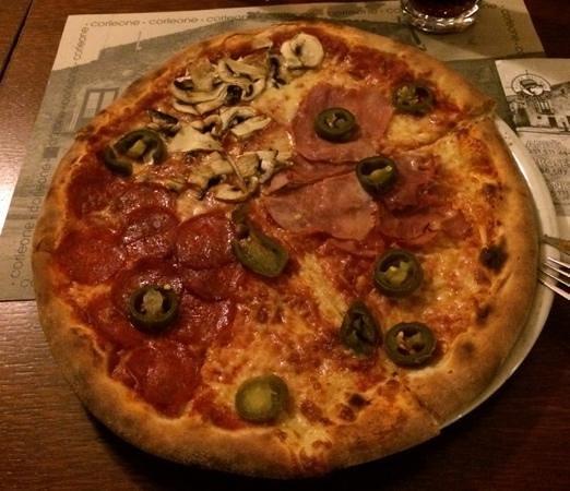 Corleone Restorante Pizzeria Andel: pizza hos Corleone