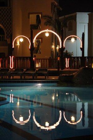 SENTIDO Mamlouk Palace Resort : Вечер