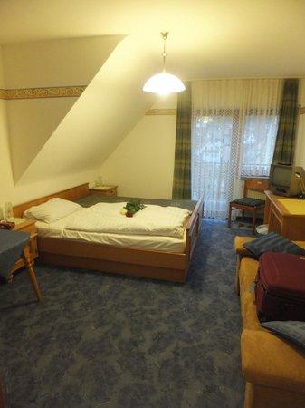 Hotel Weidenau: Top floor room with balcony