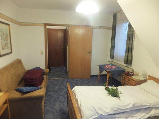 Hotel Weidenau: Top floor room