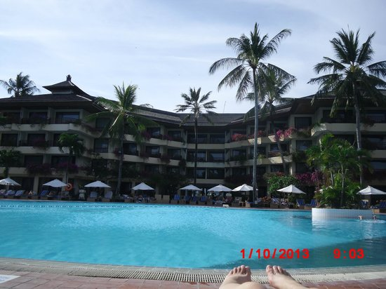 Prama Sanur Beach Bali : Back of hotel overlooking pool and out towards beach