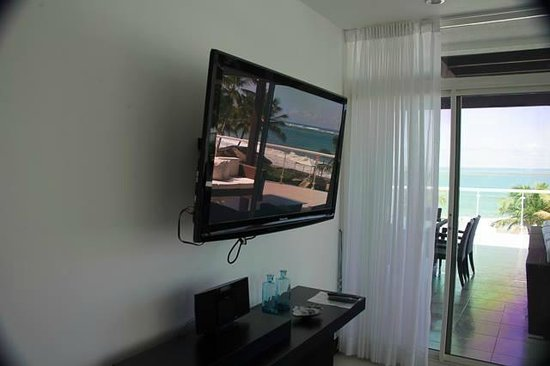 Millennium Resort & Spa: Large TVs all over the rooms..!!