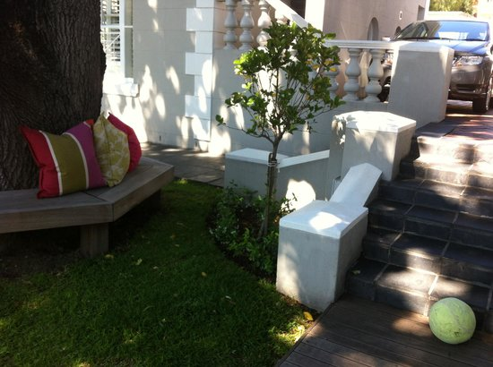 Trevoyan Guest House: Part of the Gardens to Relax