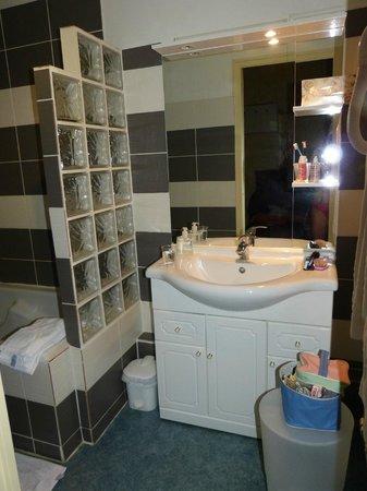 Les Capucins : Banheiro; muito bom o banho
