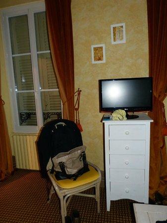 Les Capucins : Tv do quarto