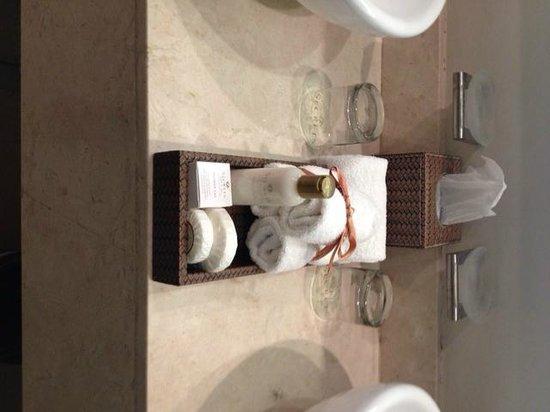 Secrets Wild Orchid Montego Bay: bathroom sink
