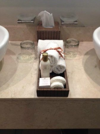 Secrets Wild Orchid Montego Bay: bathroom sink