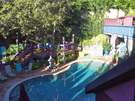 Hollywood Bed & Breakfast: view from our room - pool area