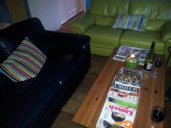 McHalls Bistro: Lounge area