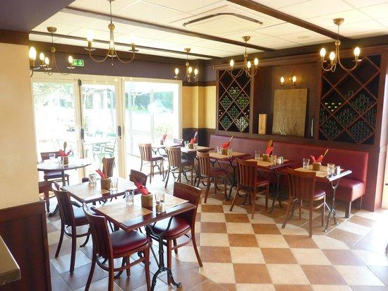Ibis Carcassonne Est la Cite : Restaurant