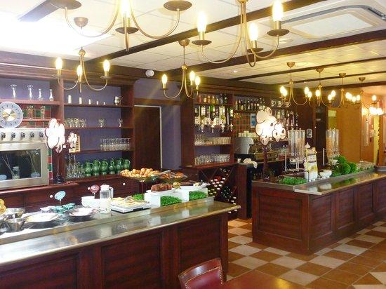 Ibis Carcassonne Est la Cite: Patit déjeuner