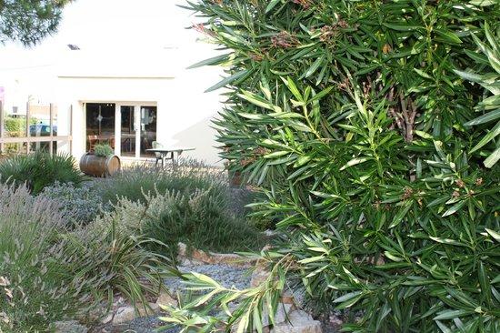Ibis Carcassonne Est la Cite : Jardin-Terrasse