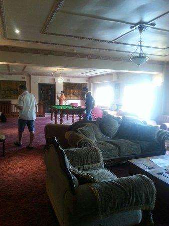 Hotel Blue: Billiards anyone?