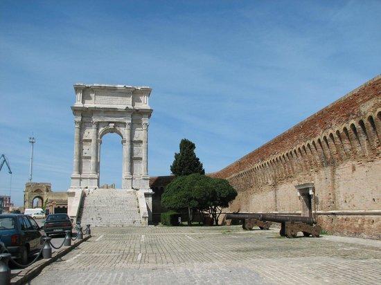 Arco de Trajano - Picture of Arco di Traiano, Ancona - TripAdvisor