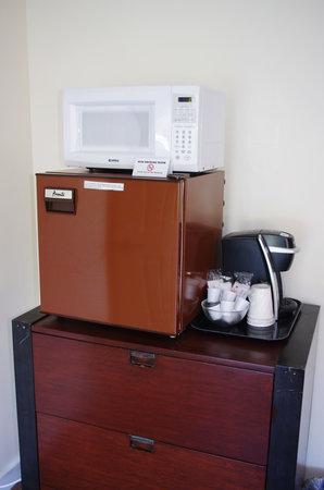 Sleep Woodstock Motel: Mini-Fridge, Microwave and Keurig Coffee Maker w/coffee in every room