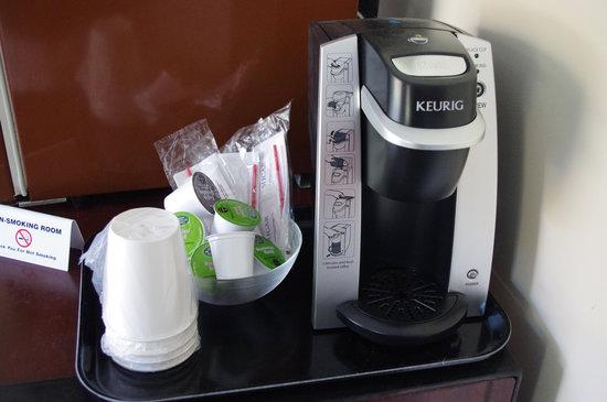 Sleep Woodstock Motel: Keurig Coffee Maker w/coffee in every room