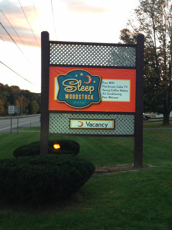 Vacancy at Sleep Woodstock Motel