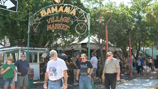 Galleria Guesthouse : Close to the Bahama Village Flea Market