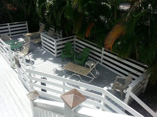 Galleria Guesthouse : Large back deck area - why stay inside?
