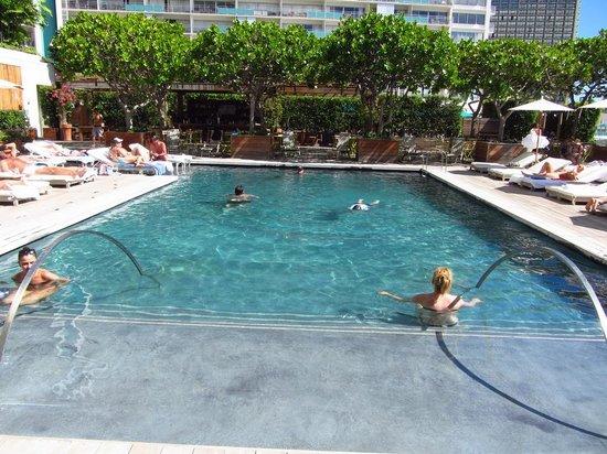 The Modern Honolulu : piscine 1er étage