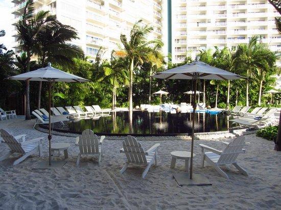 The Modern Honolulu : piscine 2e étage