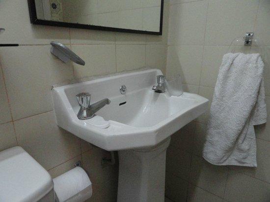 Apart Hotel Renaca Inn : Baño sin mantenimiento