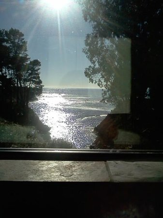 Heritage House Resort: Sea Cliff view from bathroom AMAZING <3