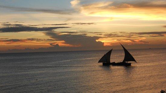 The Beach: incrocio di due barche a vela