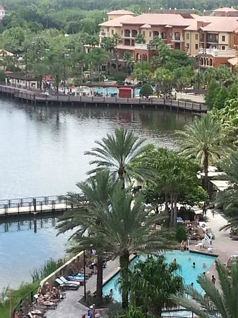 Wyndham Bonnet Creek Resort: Picture From Balcony Lake, Pool and Walk Path