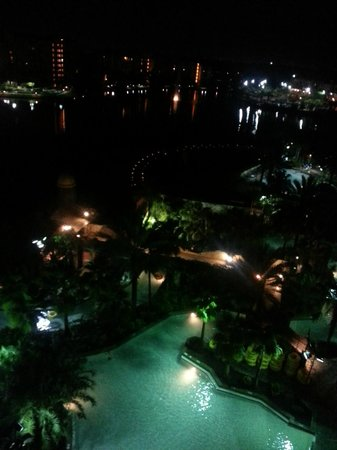 Wyndham Bonnet Creek Resort: Night View  Beach Entry Pool