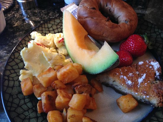 Morrill Mansion Bed & Breakfast: Breakfast!
