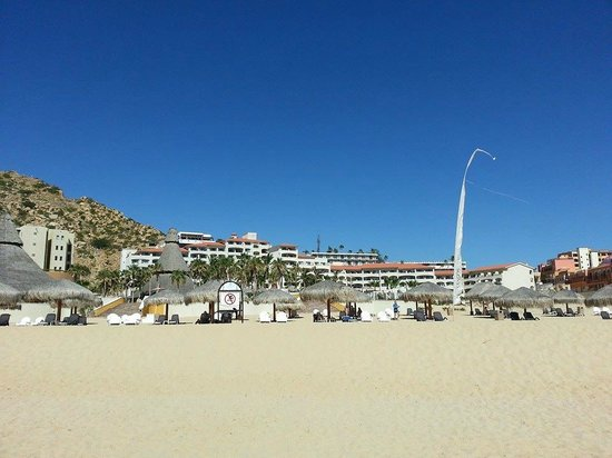 Sandos Finisterra Los Cabos: View of the hotel from the beach. Lovely and secluded