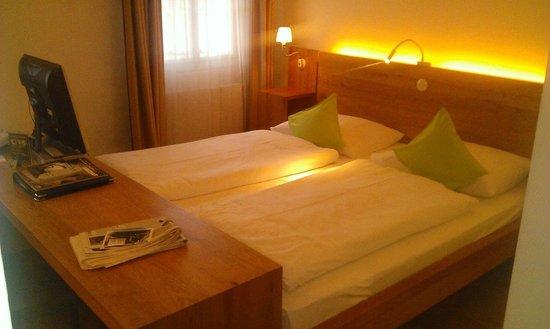 Art Hotel Blaue Gans: Zimmer 411 - Doppelbett