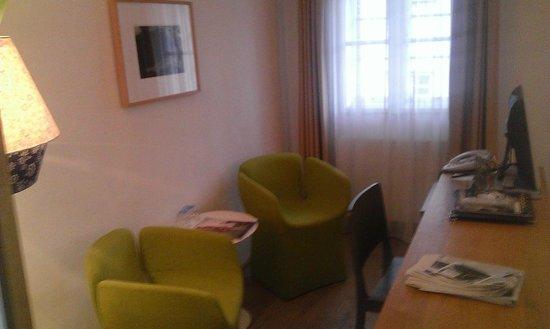 Art Hotel Blaue Gans: Zimmer 411 - Sitzbereich