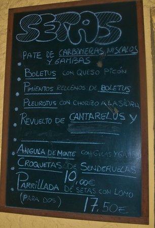 Sidreria El Almacen: Pizarra con menú