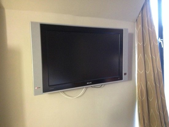 """Apex City of London Hotel : 27"""" or 30"""" flat screen monitor"""