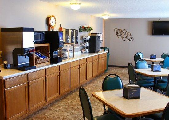 Vernon Inn and Suites: Breakfast Area