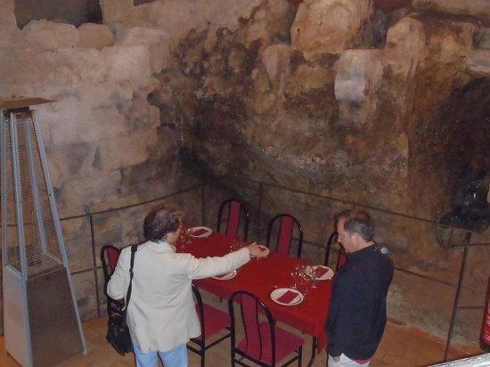 Valencian Cellar Tours: Ruin of a castle in a restaurant (Requena)