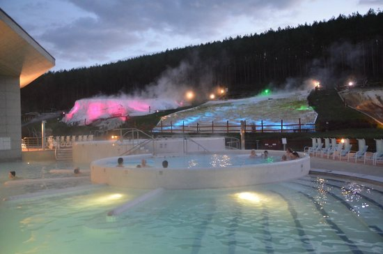 Saliris Resort: Pools with mineral watewr and background