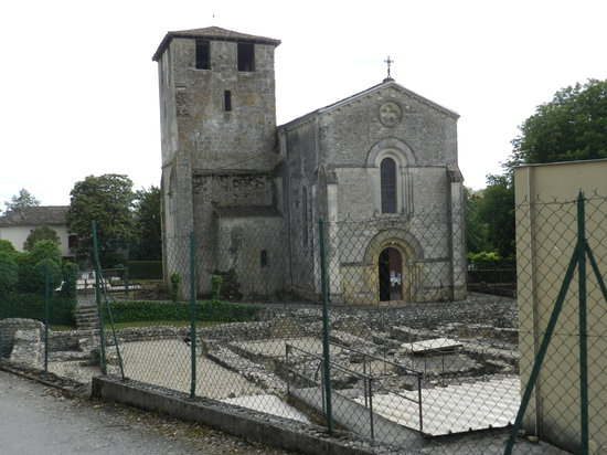 Le Grand Chemin de la Vie : 11th Century church and Roman Villa, partly excavated