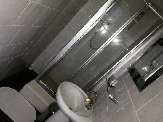 The Crown Hotel: Ensuite Bathrooms