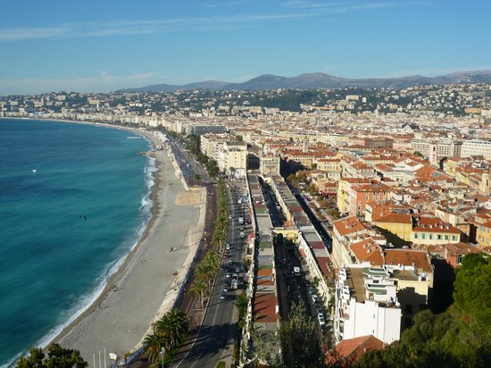 Hôtel Nice Riviera : beach, promenade and old town