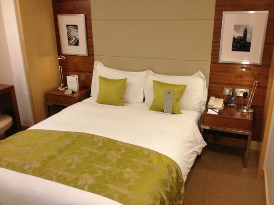 Park Plaza County Hall London: Comfortable king size bed