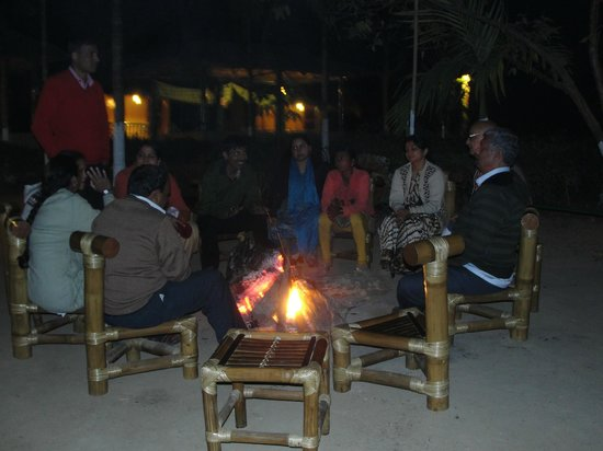 Nature Hunt Eco Camp, Kaziranga National Park: relaxing n gossipping