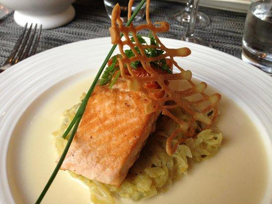 Le Valentino : Prato principal com salmão