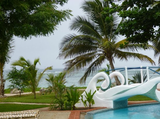 The Maji Beach Boutique Hotel: Aussicht vom Pool aus