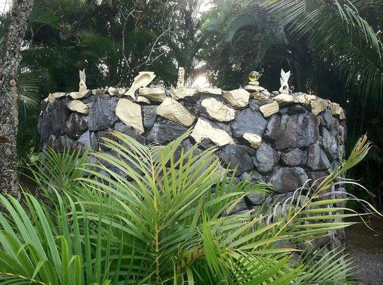 Maui Ocean Breezes: Wonderful shrine on the grounds