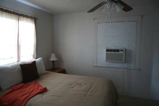 Panamint Springs Resort: Спальня коттеджа